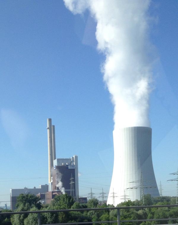 Nebelwolken durch Kühlung des Kraftwerkes Heilbronn