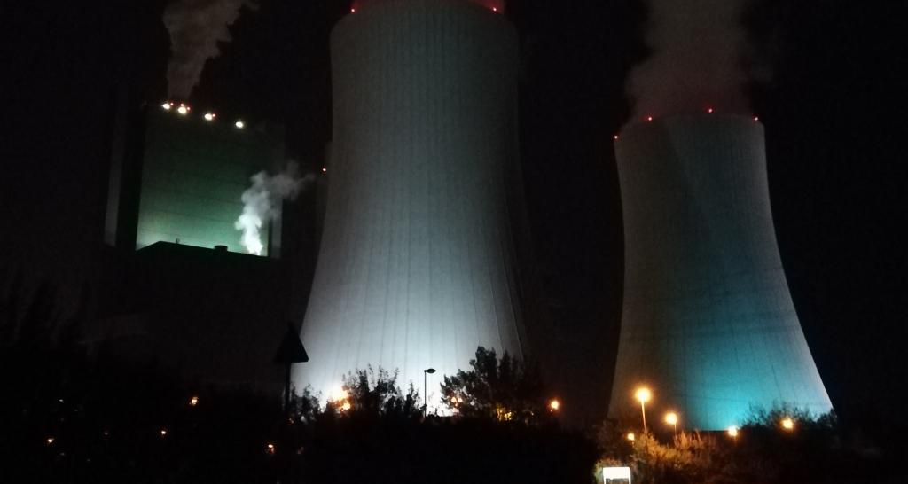 Kraftwerk Schkopau bei Nacht