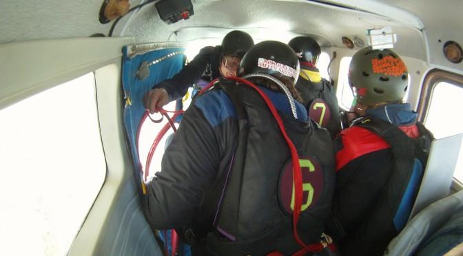 skydiving-270134_1280